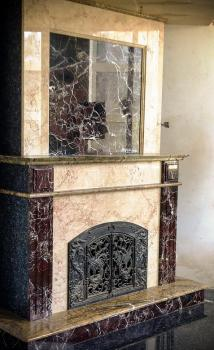 Камин из мрамора Россо Леванте