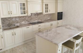 Столешница для кухни из серого мрамора
