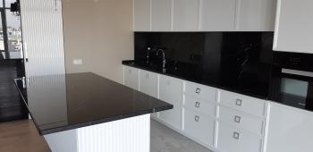 Столешница для кухни из черного мрамора